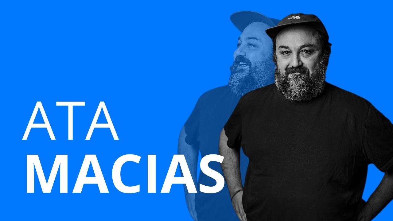 Schriftzug Ata Macias und ein freigestelltes Foto eines Mannes
