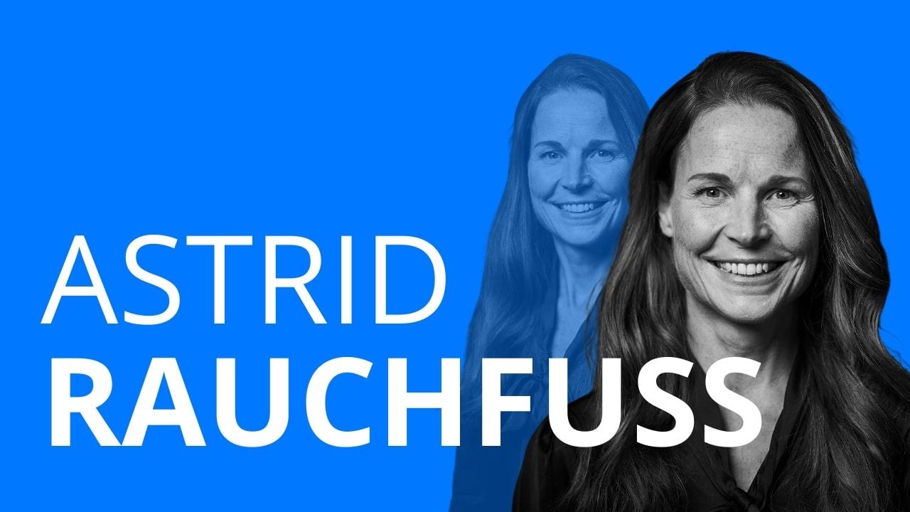 Das Bild zeigt die Frau Astrid Rauchfuß, die in einem Videointerview über ihren Berufsweg erzählt und wie sie mit ihrer Ausbildung Unternehmensberaterin geworden ist.