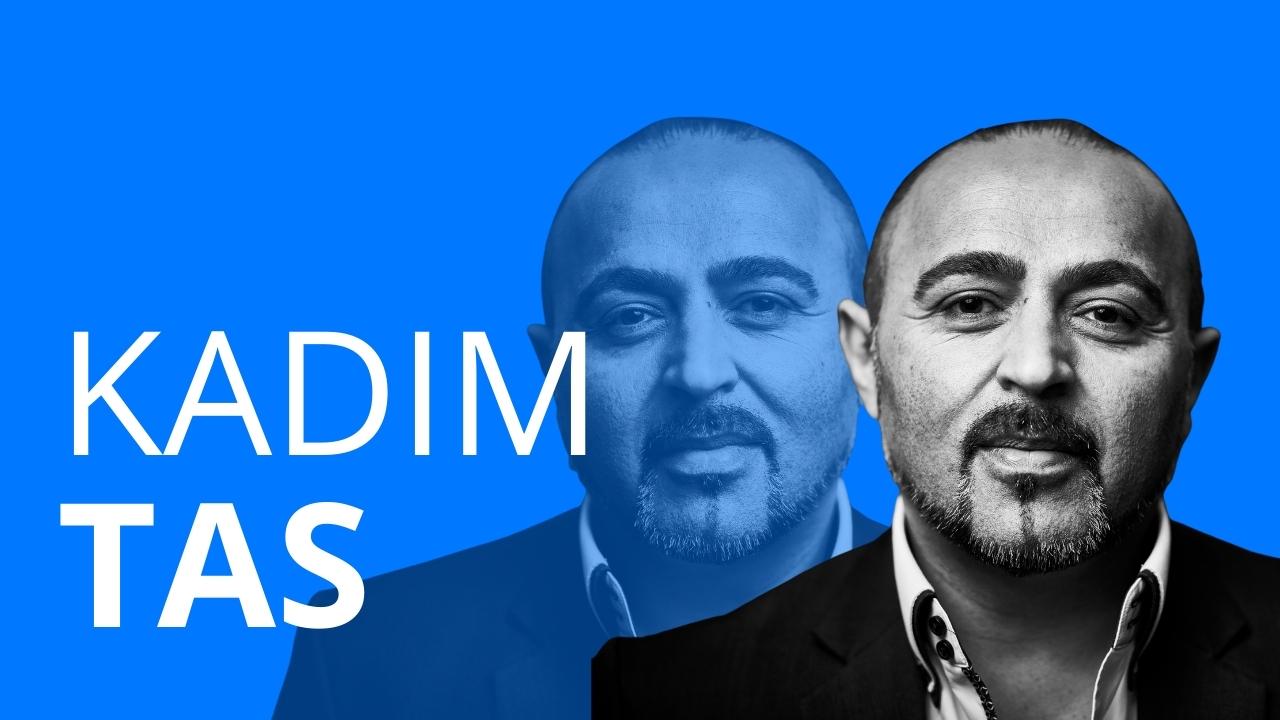 Der Mann Kadim Tas, der über seinen beruflichen Werdegang erzählt.