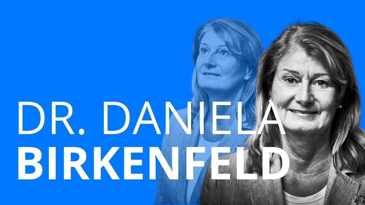 Prof. Dr. Daniela Birkenfeld erzählt von ihrer beruflichen Laufbahn, die sie von einer Ausbildung bei der Stadt Frankfurt über ein Jurastudium zu ihrer jetzigen Tätigkeit als Stadträtin führte.